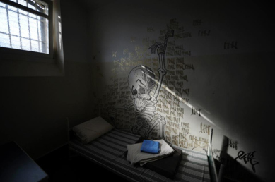 solitary-confinement-cell-by-epa-uwe-zucchi
